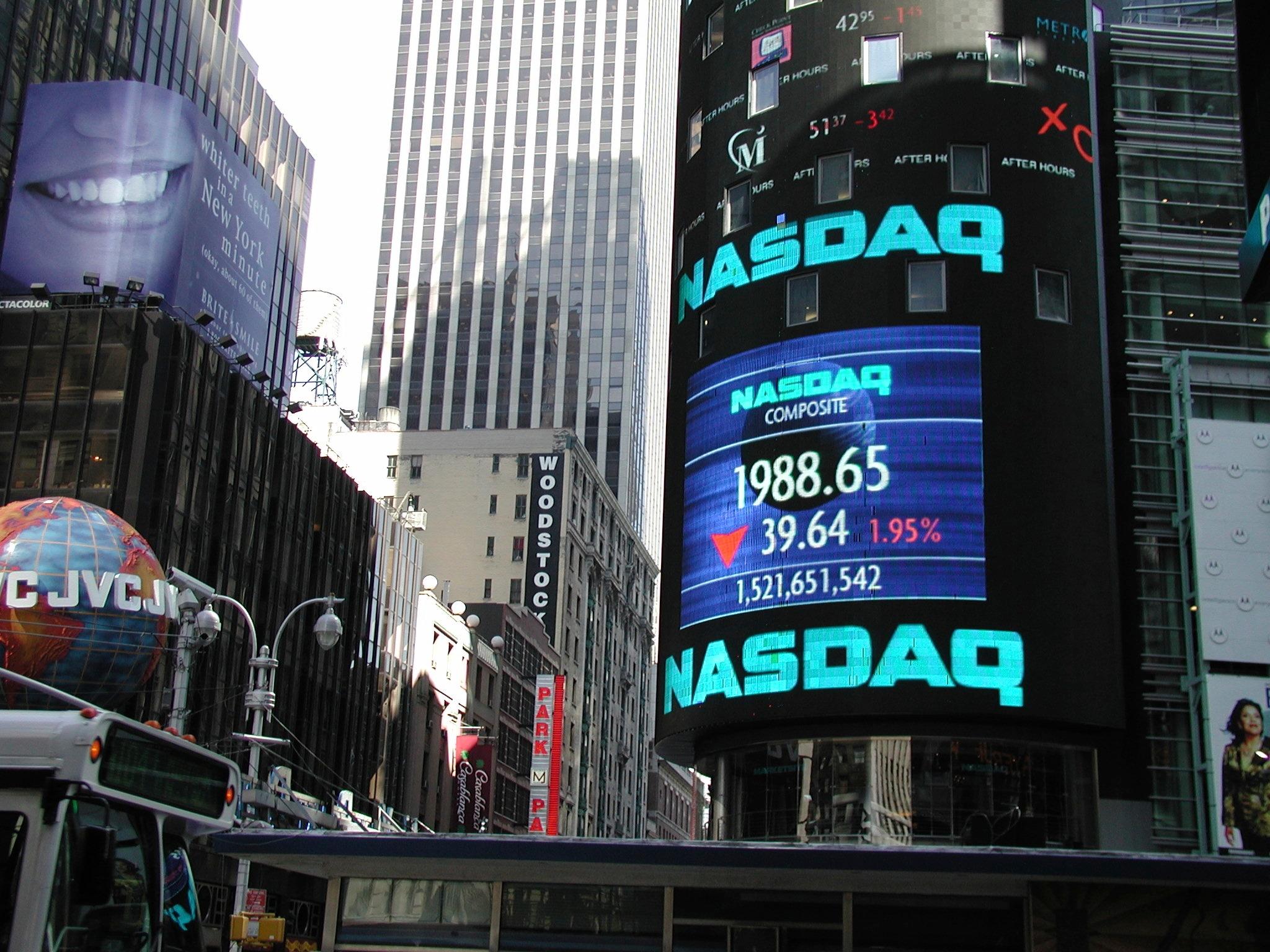 NASDAQ_Landscape_iStock_000039895830_Medium.jpg